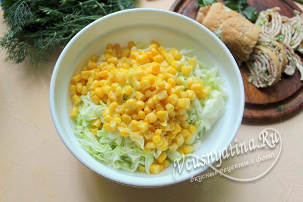 добавить в салат кукурузу