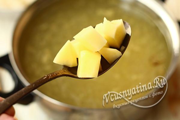 картошку в бульон
