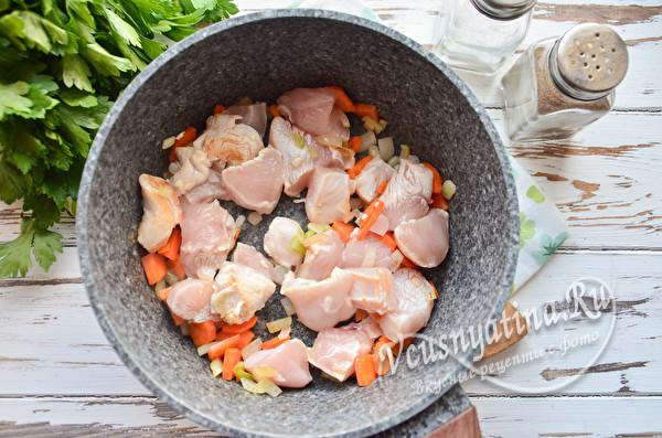 обжарка курицы с овощами