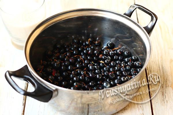 кладем ягоду в кастрюлю