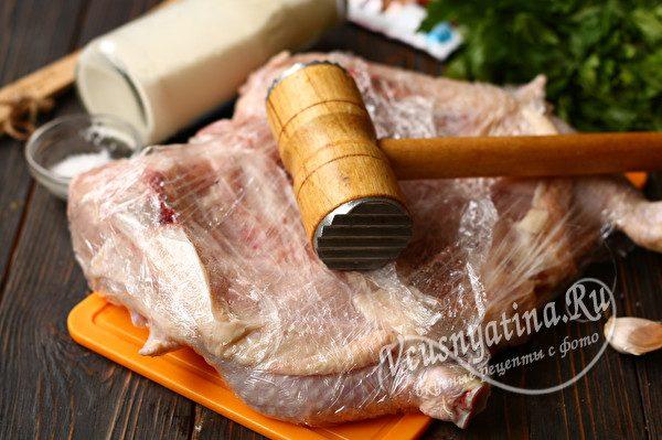 отбить цыпленка молотком