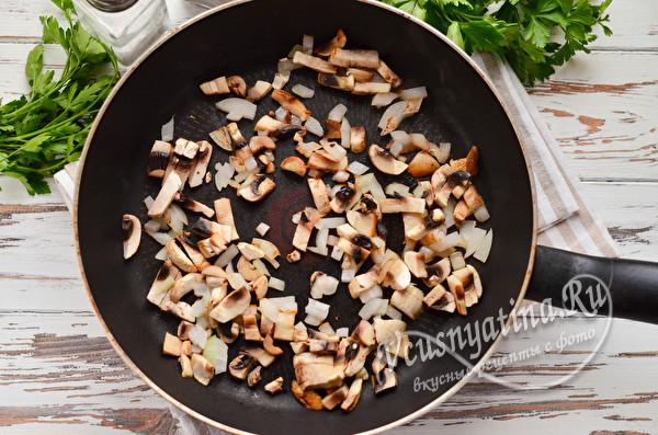 обжарка лука с грибами