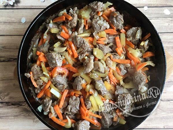 добавить морковь и перец