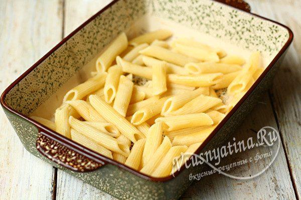 слой макарон с соусом