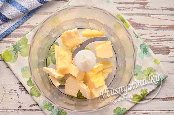 маргарин в чаше блендера