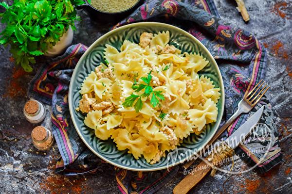 блюдо из макарон и фарша