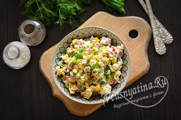 вкусный салат с лапшой быстрого приготовления