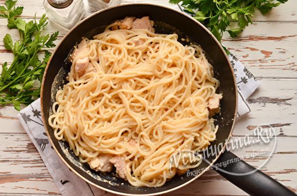 кладем спагетти