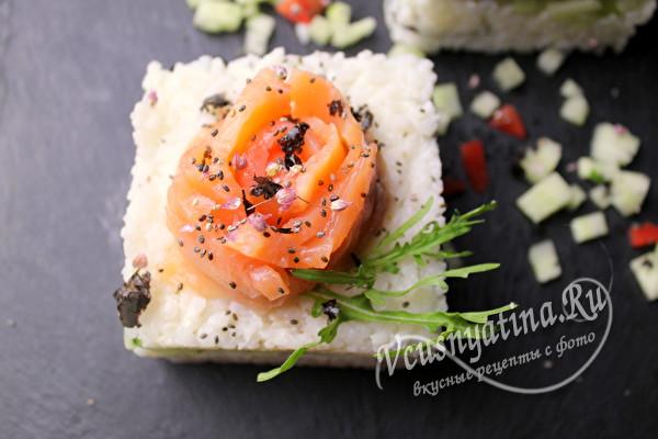 мини суши-торт с семгой