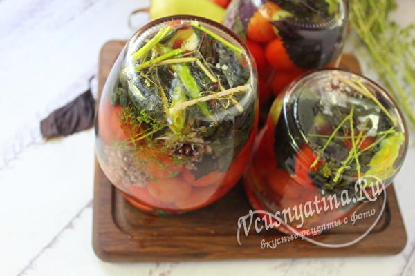 закатанные баночки с томатами