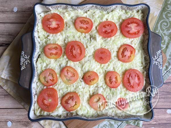 слой овощей и томатов
