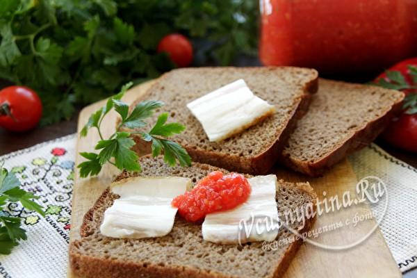 бутерброды с аджикой