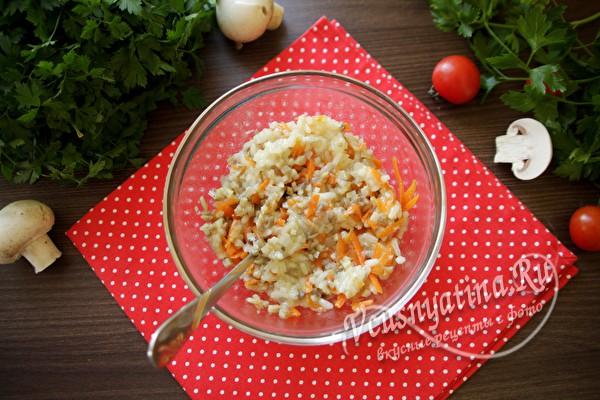 перемешать овощи и рис