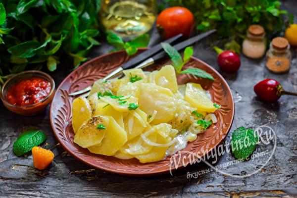 картофель с луком из духовки