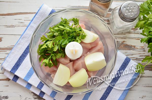 добавить лук и зелень