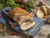 Прессованное мясо из рульки чесночное