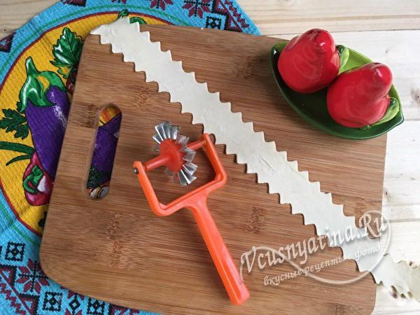 Закрытый пирог из слоеного теста с капустой в духовке - рецепт пошаговый с фото