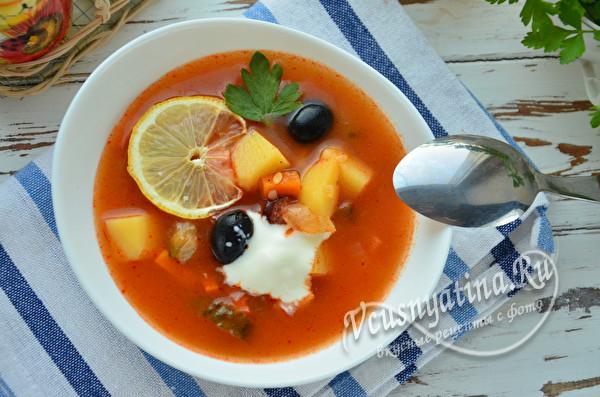 суп-солянка с колбасой