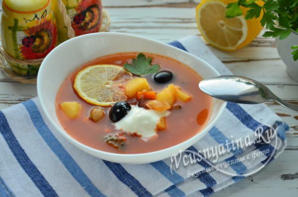 суп-солянка с колбасой готов