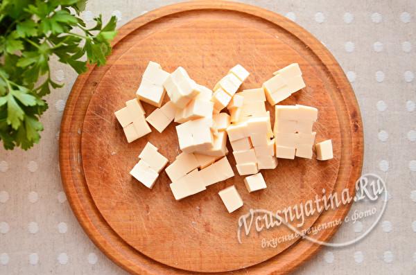 нарезать плавленный сыр