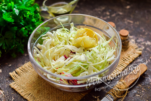 заправить салат по вкусу