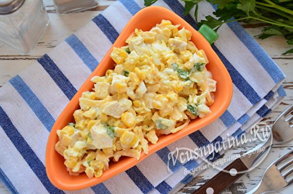салат с сыром, курицей и яйцами