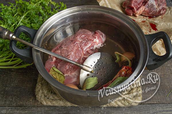 мясо кладем