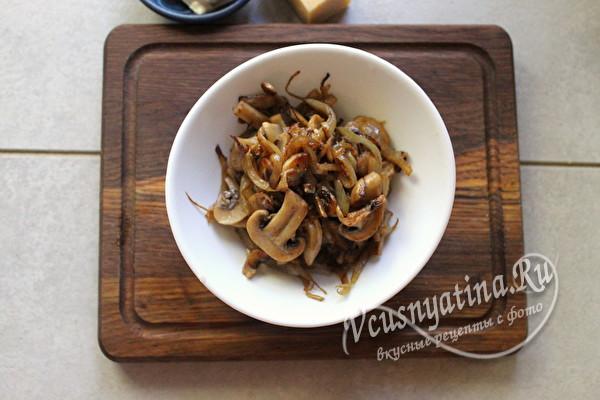 обжаренные лук и грибы