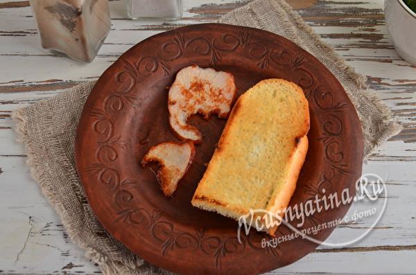поджаренный хлеб и бекон