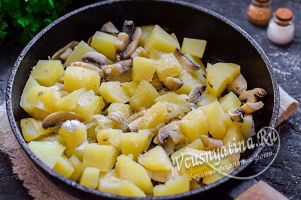смешать овощи на сковороде