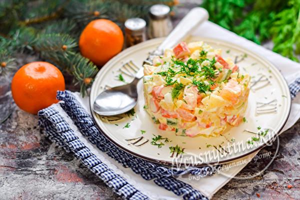 салат с крабовыми палочками и мандаринами
