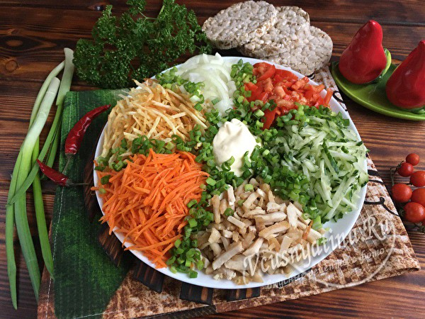 Вкусные салаты на Новый год. Рецепты новых салатов к новогоднему столу 2021