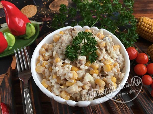 салат с кукурузой и рисом
