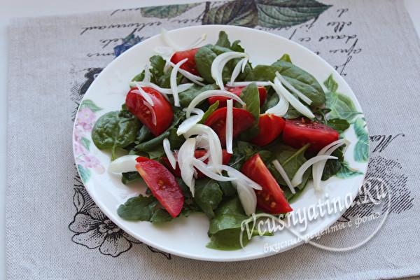 соединить зелень, томаты, лук