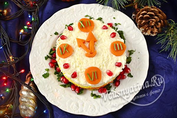 салат на Новый год часы