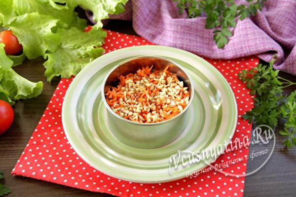 слой моркови с орехами