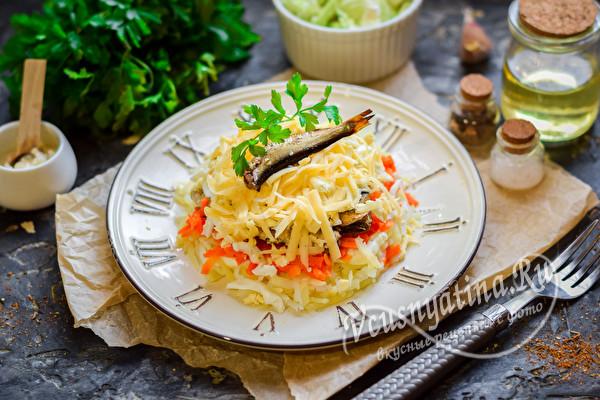 салат со шпротами и овощами