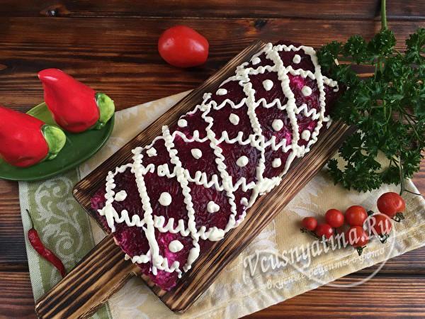 украшаем салат-рулет
