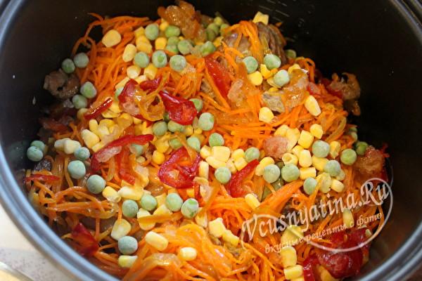 всыпать замороженные овощи