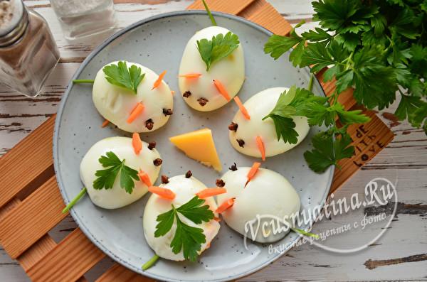 яйца, фаршированные корейской морковью