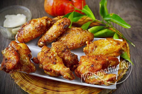 жареные крылышки курицы