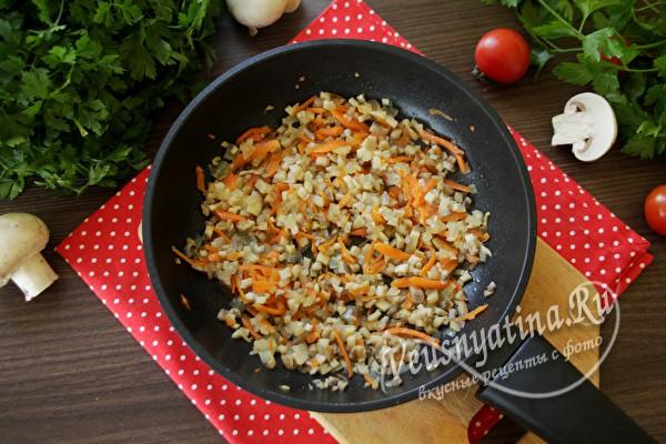смешать рис и овощи