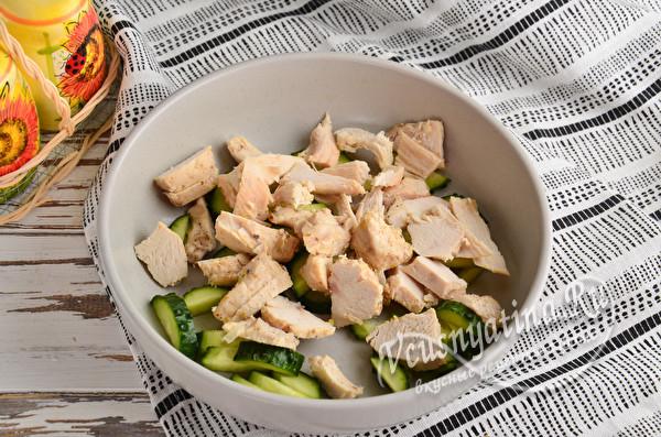 добавить куриное филе