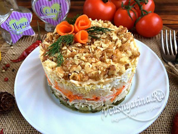салат с орехами, сыром и овощами