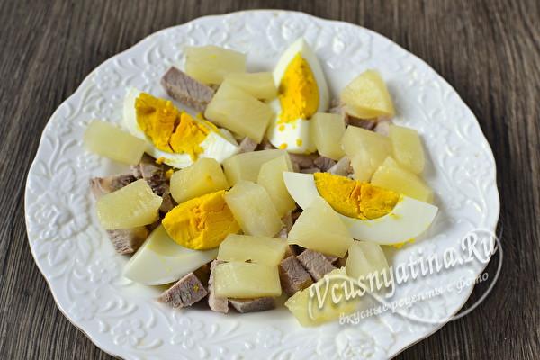выложить ананасы