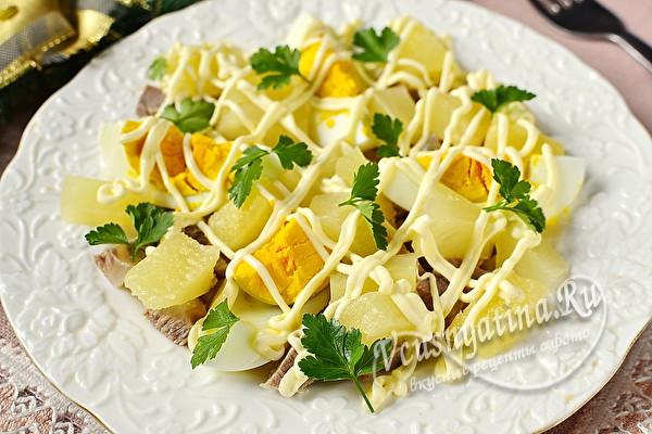 мясной салат с ананасами