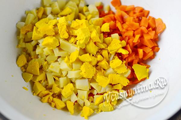 добавляем желтки