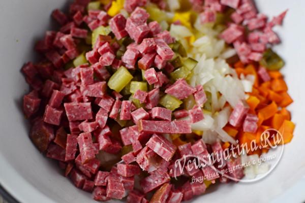 добавляем колбасу