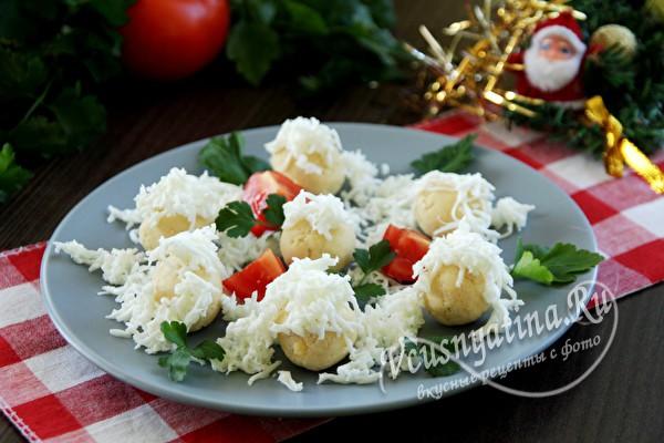 украшаем блюдо зеленью и овощами