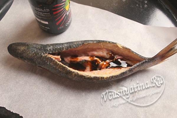 положить рыбу на пергамент